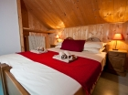 Kingsize bedroom Chalet Emile