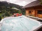 Self catered Chalet with Hot Tub